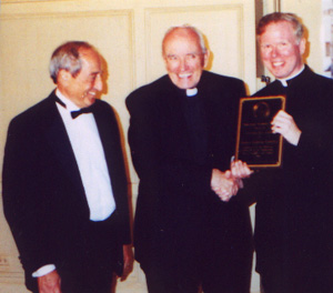 2000 Gratiam Dei Award to Father Andrew Greeley
